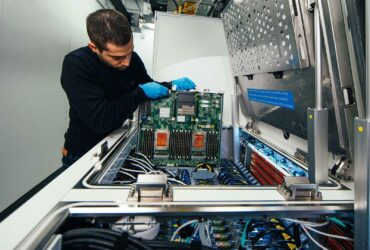 مایکروسافت در حال امکان سنجی سرمایش مرکز داده میکرو، غوطه ور در مایع خنک کننده