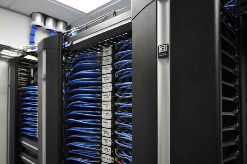 PDU یا واحد توزیع برق در اتاق سرور و مراکز داده چیست؟